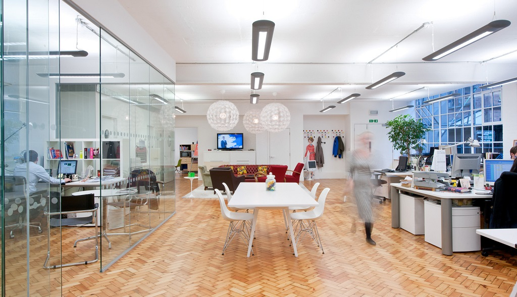 oficina iluminada