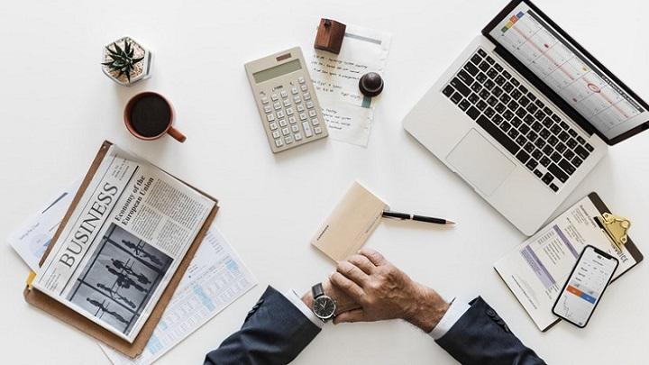 escritorio-con-material-de-trabajo