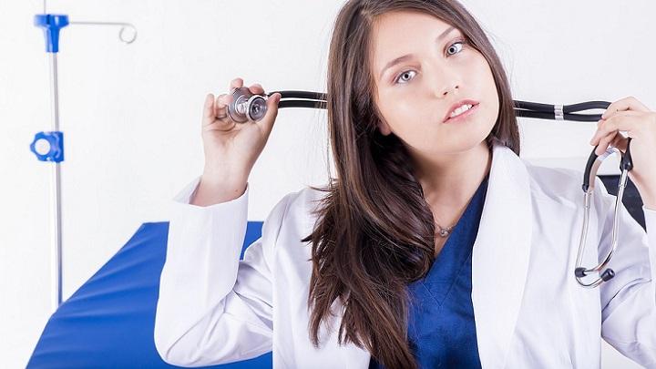 mujer-medico
