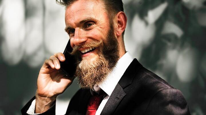 hombre-hablando-por-telefono