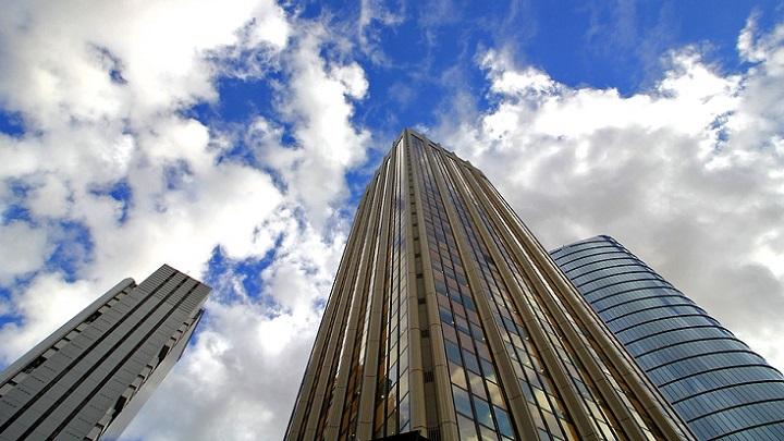 rascacielos-y-nubes