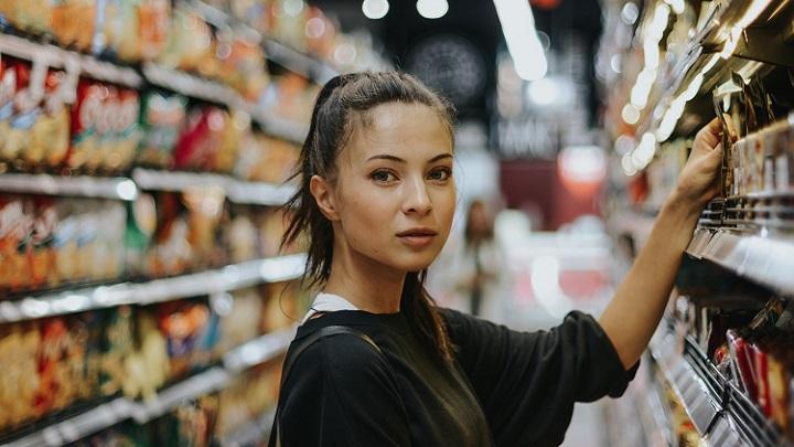 chica-en-el-supermercado