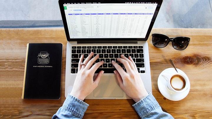ordenador-y-agenda