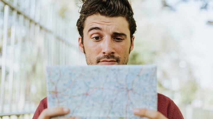 hombre-con-mapa