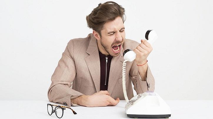 hombre-al-telefono