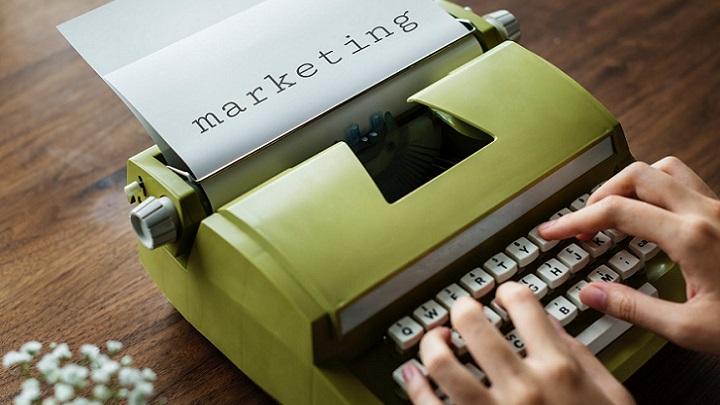 maquina-de-escribir-de-color-verde