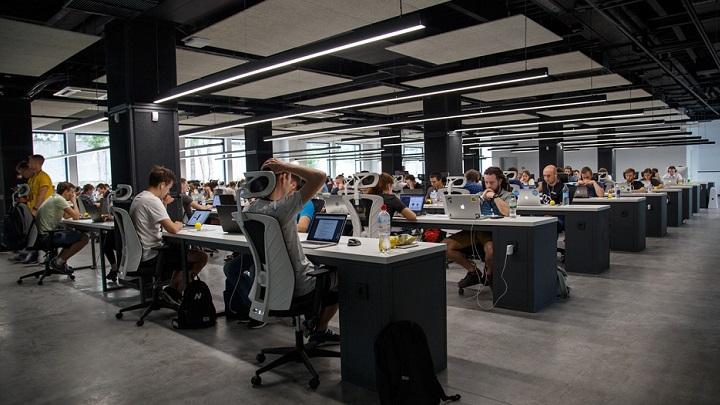 trabajadores-en-la-oficina