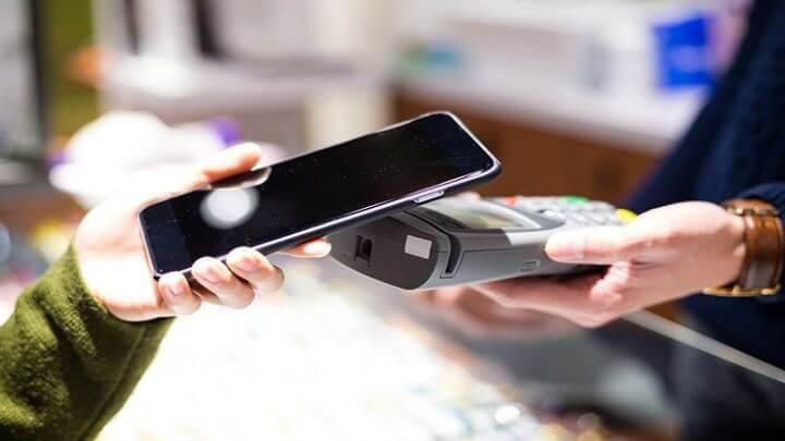 pagando-con-un-smartphone