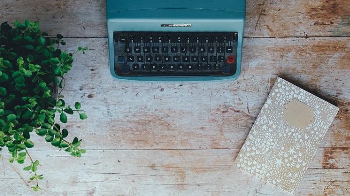 maquina-de-escribir-azul