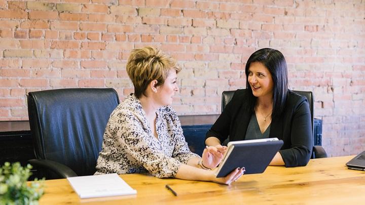 personas-en-entrevista-de-trabajo