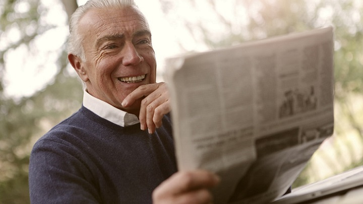 hombre-lee-el-periodico