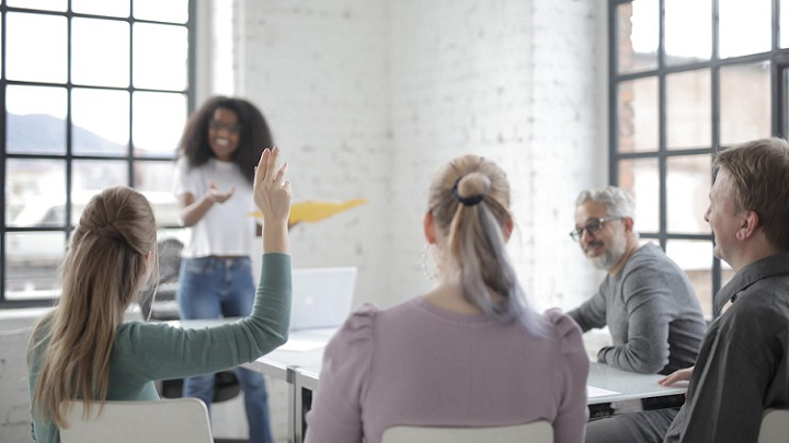 comunicacion-en-reunion-de-trabajo