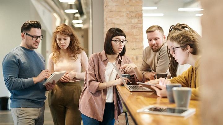 personas-jovenes-en-el-trabajo