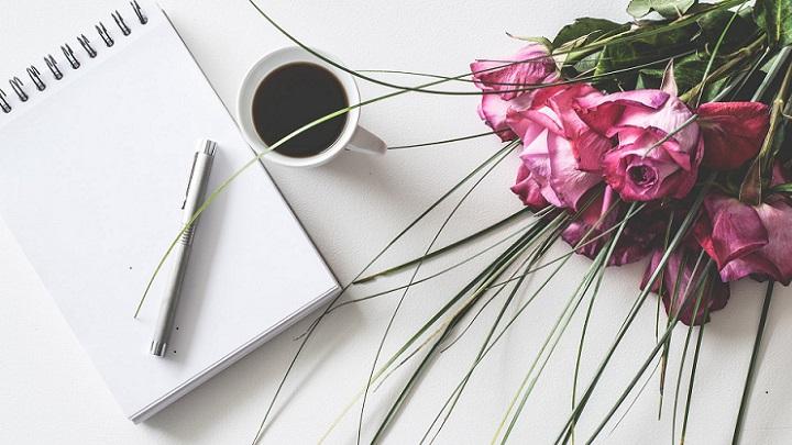 cuaderno-y-flores