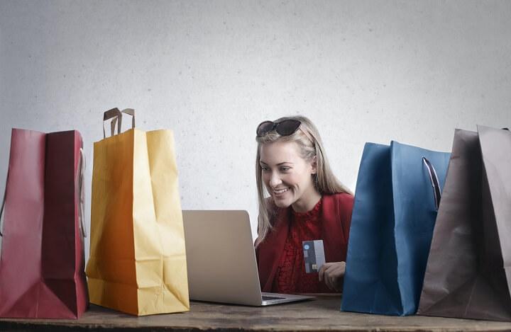 mujer-comprando