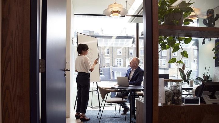 personas-en-despacho