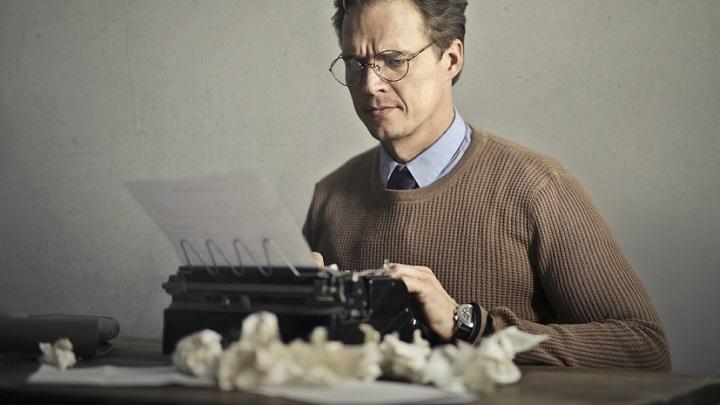 escritor-escribe-un-relato