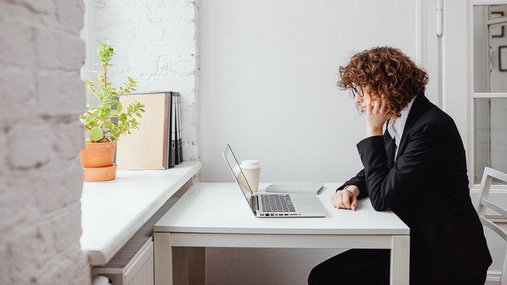 escritorio-blanco-de-oficina