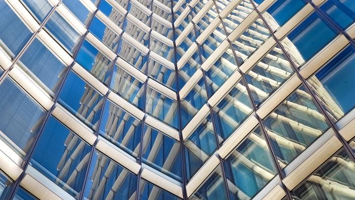 edificio-moderno-de-empresa