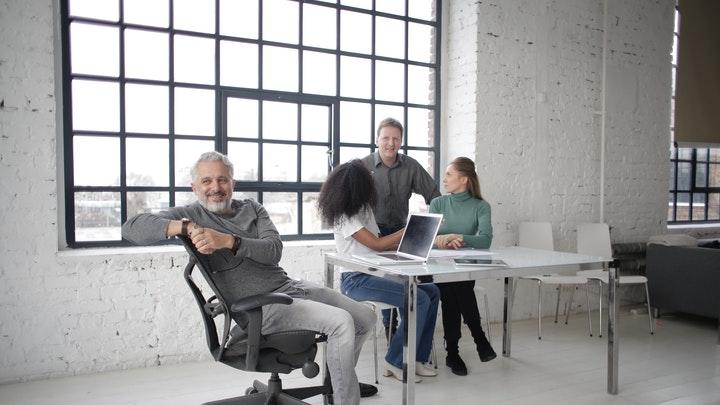 equipo-en-el-despacho